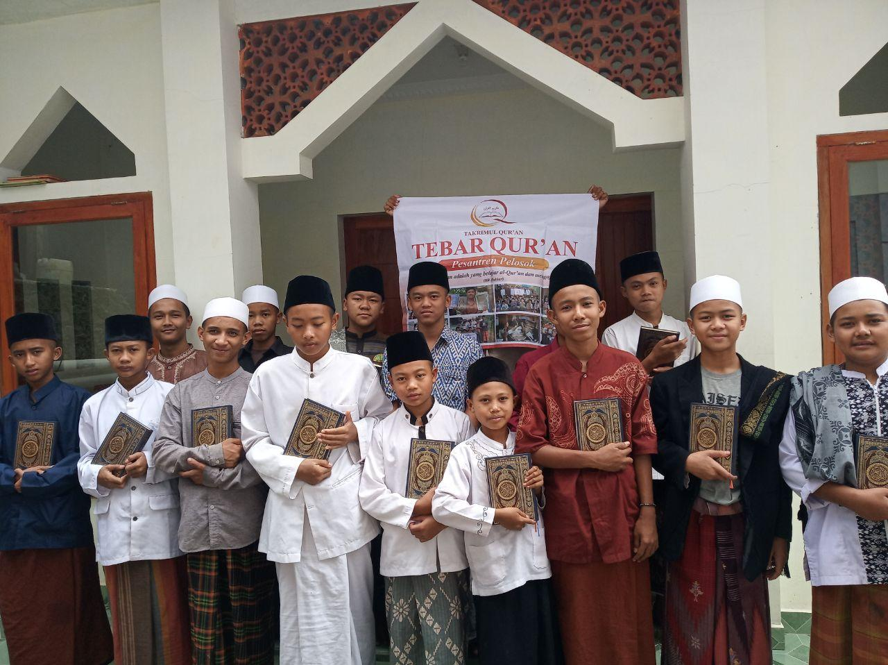 Penyaluran 50 alQuran untuk Pesantren Darul Qiroat Jatisari Cianjur