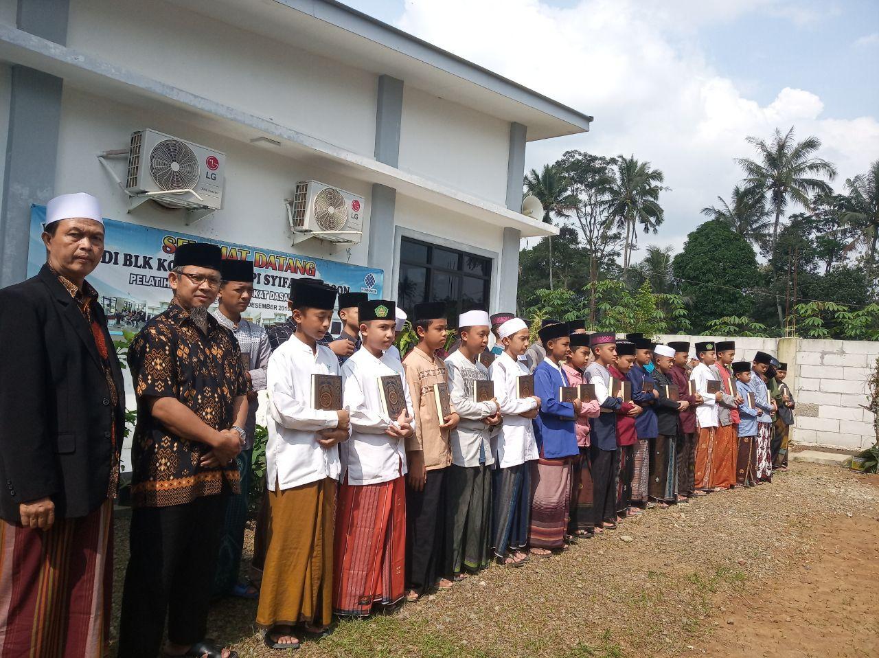 Distribusi Al-Quran untuk Ponpes Al-Quran Syifaul Furqon